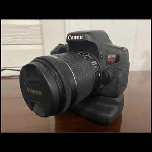 Canon T6i for Sale in Middletown, NJ