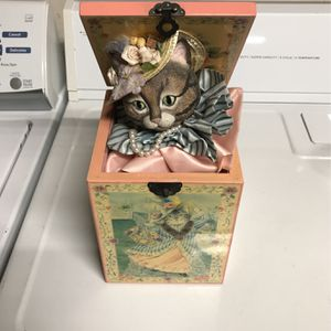 Londondary Ladies Musical Cat in The Box for Sale in Anaheim, CA