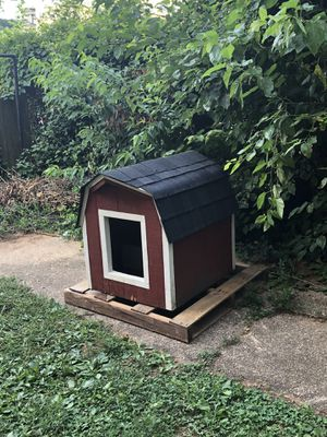 Large Dog house, amish built, New Roof! for Sale in Silver Spring, MD