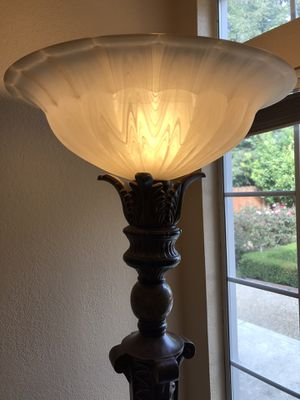 Beautiful 6-1/2 ft lamp for Sale in Fresno, CA