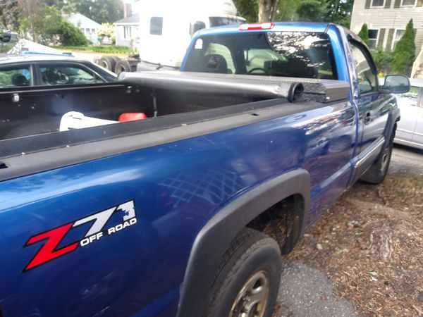 03 gmc serria 1500 v8 bed cover n tool box included 153k