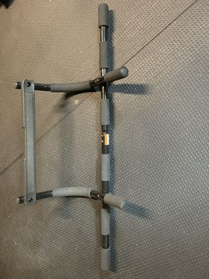 Golds Gym doorway pull-up bar for Sale in O'Fallon, MO