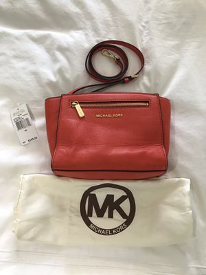 Michael Kors Sophie Leather Messenger bag for Sale in Miami, FL