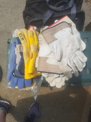 New gloves 2$ a pair for Sale in Scenery Hill, PA