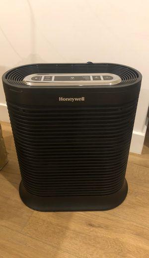 Honeywell HEPA Large Room Air Purifier for Sale in Los Angeles, CA