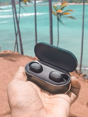 Bluetooth V5.0 stereo headphones with dual microphones for Sale in Rancho Cucamonga, CA