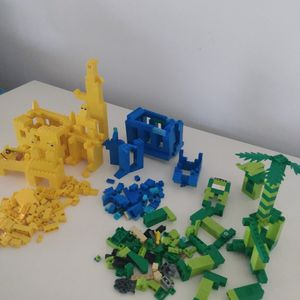 Wow 850 Lego pieces total + Family Game Box legos great gift idea! for Sale in Kissimmee, FL