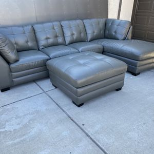 Top Grain Leather Sectional Sofa ! Sectional Sofa With Ottoman ! Leather couch ! Sofa With Ottoman ! Abbyson Living ! Sectional Couch ! Free Delivery for Sale in Oakland, CA