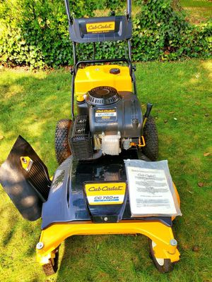 "Cub Cadet 33"" Wide-Cut Lawn Mower for Sale in Temple Hills, MD"