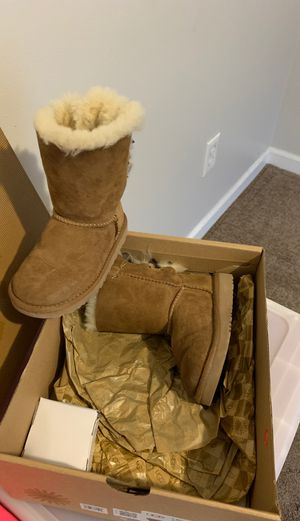 Barely used Girls size 9t ugg boots for Sale in Wendell, NC