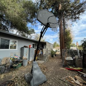 Huffy Sports Basketball Hoop FREE for Sale in Palo Alto, CA