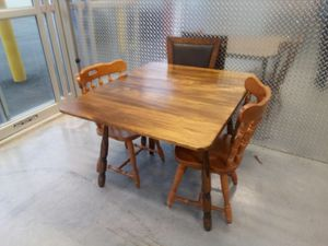 Table and chairs for Sale in Hyattsville, MD