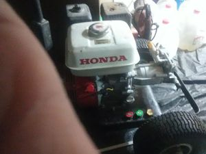 Honda commercial pressure washer with Honda gx 160 5.5 new pump new hose and gun with 5 tips for Sale in Roy, WA