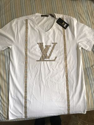 V neck size large available for Sale in Silver Spring, MD