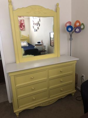 Solid wood dresser and headboard/footboard for Sale in Manteca, CA