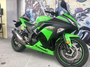 2013 Kawasaki Ninja 300 ABS Brakes! 3k miles for Sale in Seminole, FL