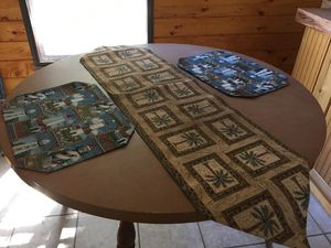 Round kitchen table for Sale in Harrah, OK