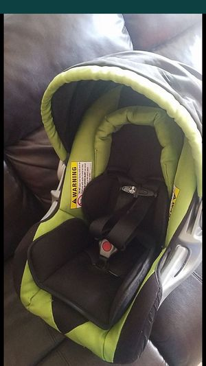 Car seat portabe con base for Sale in Phoenix, AZ
