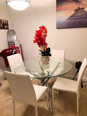 Modern Dining table and 4 chairs- excellent condition for Sale in Gaithersburg, MD
