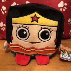 JUSTICE LEAGUE DC COMICS WONDER WOMAN SUPER HERO SQUARE STUFFED ANIMAL PLUSH TOY for Sale in Park City, IL