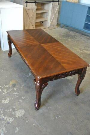 Roundhill Traditional Claw Foot Coffee Table in Cherry Wood Finish for Sale in Mesa, AZ