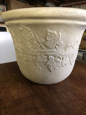 Outdoor flower pot for Sale in Plainview, NY