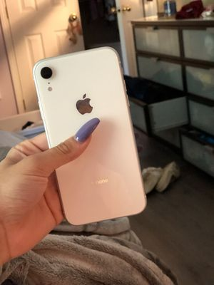 IPhone XR White AT&T 32 GB for Sale in Tualatin, OR