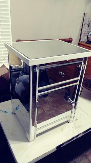 Nightstand(mirrored) for Sale in Stagecoach, TX