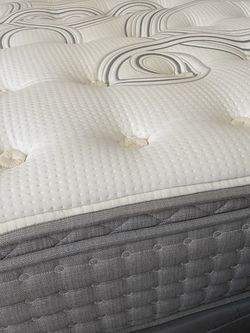 King Aireloom Mattress - Soft And Beautiful for Sale in Oakland,  CA