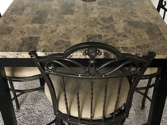 Dining Room Table for Sale in North Royalton,  OH
