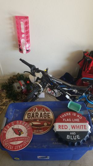 Garage decors bulk...or individually for 5 dollars for Sale in Goodyear, AZ