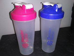Large Blender Bottles *Classic Shaker Bottles 1 Pink and 1 Blue* ($3 each) for Sale in St. Louis, MO