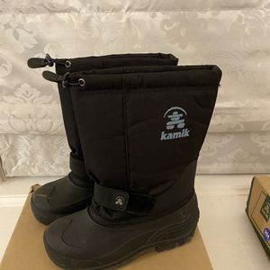 Boys Snow Boots - Size 6 for Sale in Lansdowne, PA