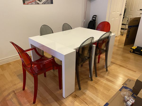 Modern White Collapsible/Expandable Dining Table with Acrylic Chairs