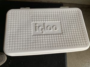Igloo cooler for Sale in Hanover Park, IL