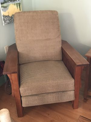 Free reclining chair for Sale in Sharpsburg, MD