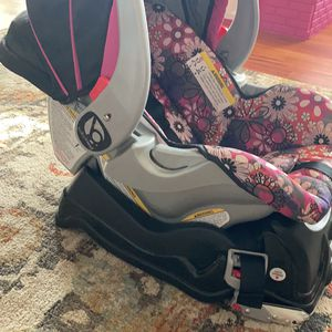 Infant Car Seat for Sale in Levittown, PA