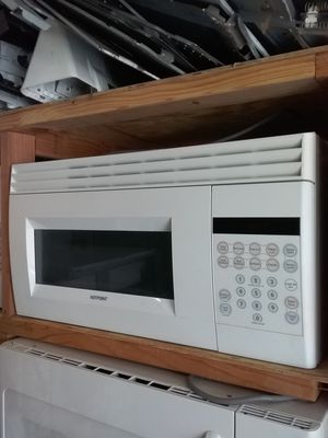 Off white ge over the range microwave bracket and screws included in good working condition for Sale in Kissimmee, FL