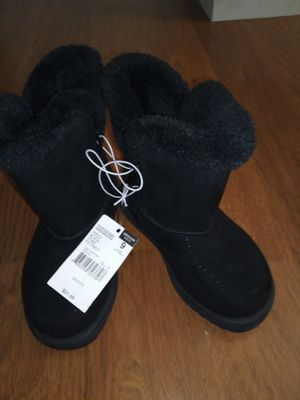 Girls snow boots size 9 for Sale in Woonsocket, RI