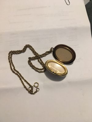 Beautiful Marbled Locket w/ Case for Sale in Richland, WA