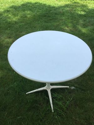 Small kitchen table for Sale in Fitchburg, MA