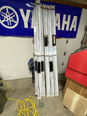 8' Fluorescent light fixtures for Sale in Puyallup, WA