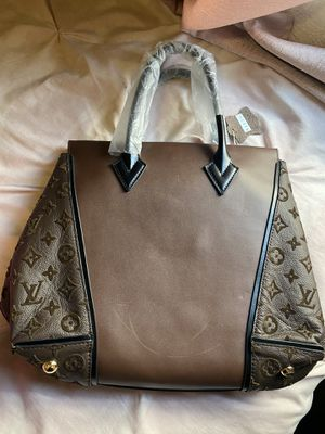 Louis Vuitton bag for Sale in Stockton, CA
