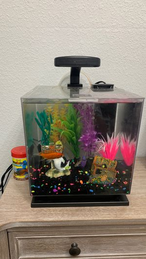 4 gal aquarium with all supplies for Sale in Miami, FL