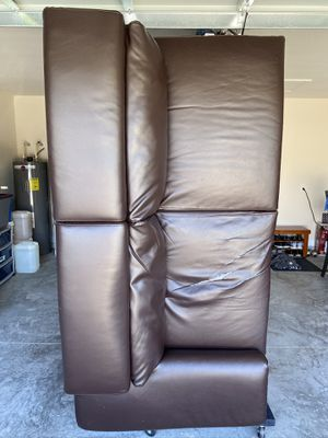 Brown couch with chaise for Sale in Winter Haven, FL