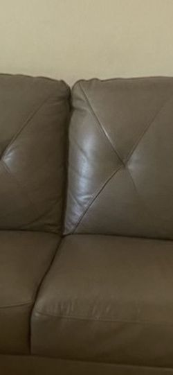 One Leather Couch for Sale in Nashville,  TN