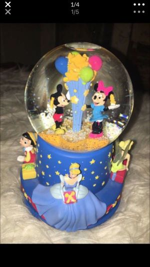 Snow globe Walt Disney snow globe plays when you wish upon a star in excellent condition for Sale in Puyallup, WA