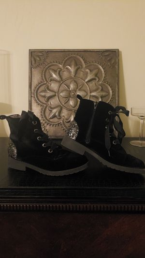 Girls Youth Velvet Boots for Sale in Bakersfield, CA
