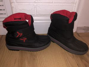 Kids snow boots size 4 for Sale in Pompano Beach, FL