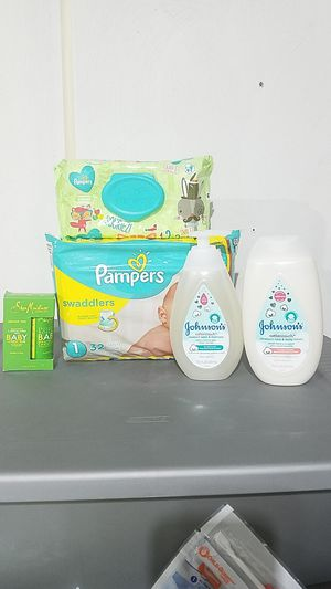 Pampers & Johnsons Baby bundle for Sale in Suffolk, VA